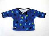 Blå tröja med stjärnor i olika färger i ekologiskt tyg från Kameleont. Storlek 50 - 62. 120 kr. Artikelnr: 10